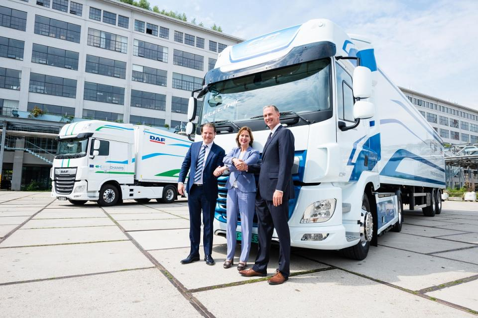 VDL Groep and DAF present electric truck